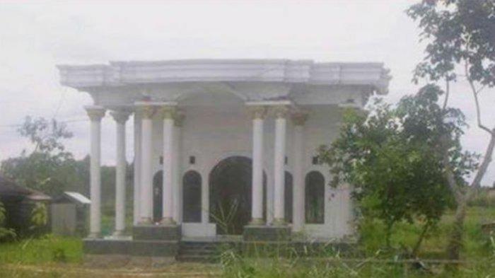 Rumah ini Bagian Depannya Mewah Banget, Tapi Lihat Sampingnya malah Bikin kaget